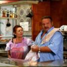 Lolo und seine Frau Rosalia. In ihrer Bar laufen alle Fäden zusammen.